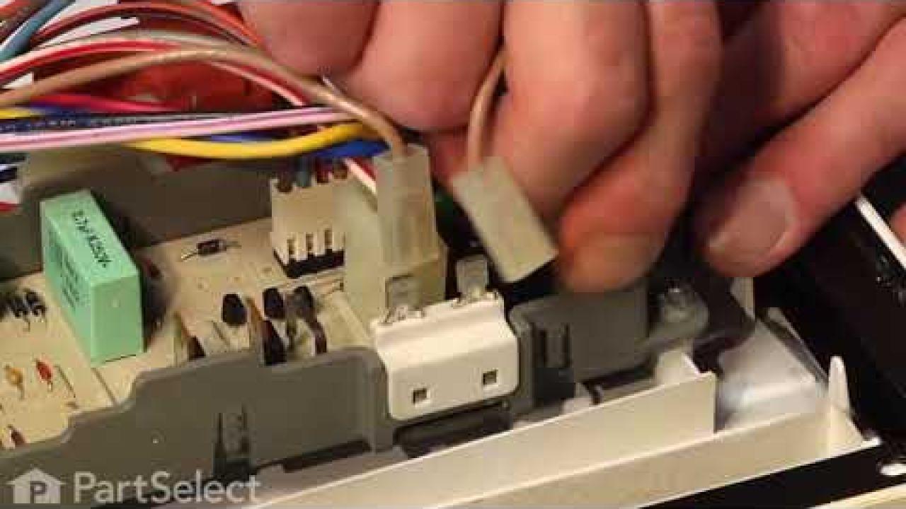 Замена защитного термопредохранителя  посудомоечной машины Whirlpool